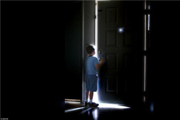 为什么青春期的孩子会想自杀?| 踢猫效应-心理学文章-壹心理