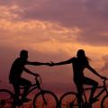 【人类情感研究所】为什么在爱做梦的年纪,偏偏选择了爱情图片路径