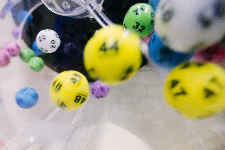"""世界杯赌球心理学:从""""小赌怡情""""一路赌上天台的人"""