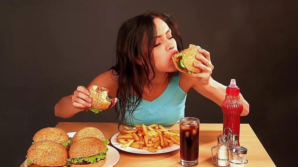 心情不好,吃一顿就好了吗?| 情绪化进食-心理学文章-壹心理